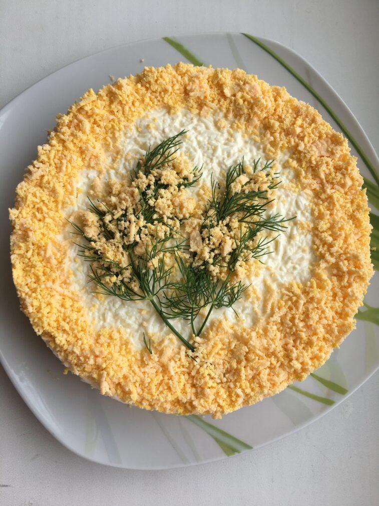 """Фото рецепта - Слоеный салат с тунцом """"Мимоза"""" - шаг 5"""