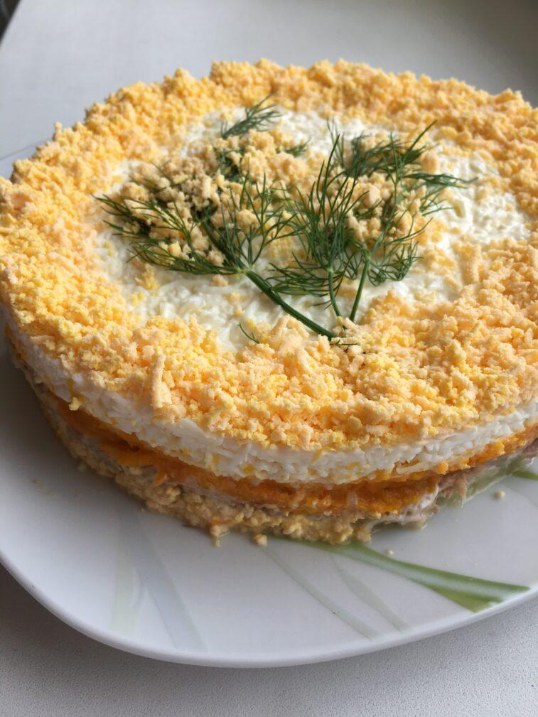 """Фото рецепта - Слоеный салат с тунцом """"Мимоза"""" - шаг 4"""