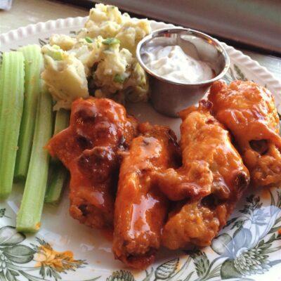 Запеченные острые куриные крылышки - рецепт с фото