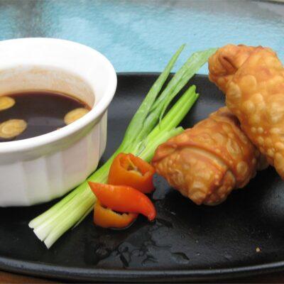 Жареные рулетики с мясом и овощами - рецепт с фото
