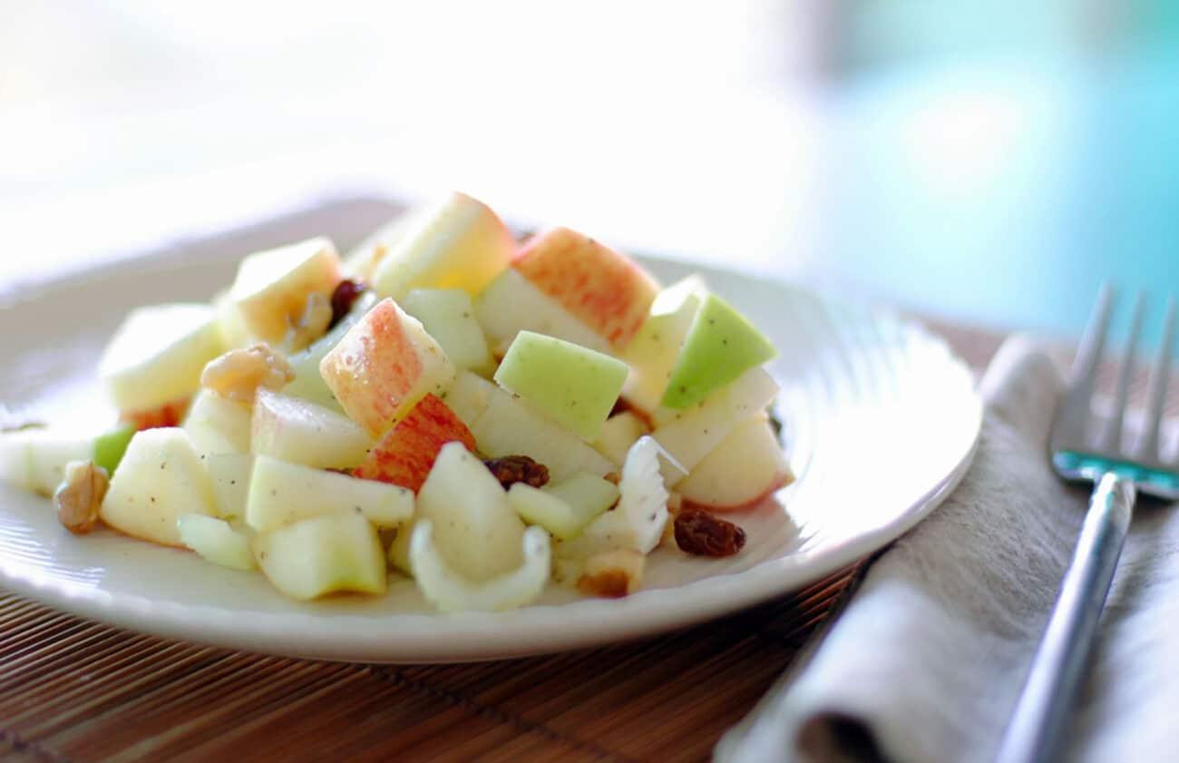 Вальдорфский салат из сельдерея и яблок