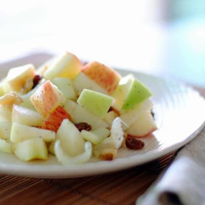 Вальдорфский салат из сельдерея и яблок - рецепт с фото