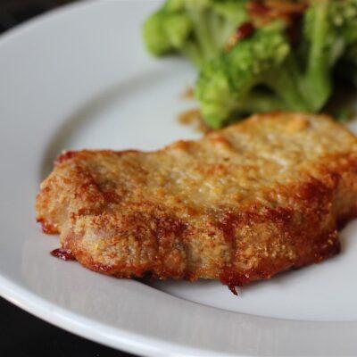 Запеченная свиная отбивная в сыре - рецепт с фото