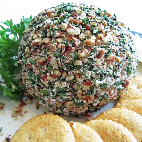 Сырный шар с тунцом и орешками (закуска)