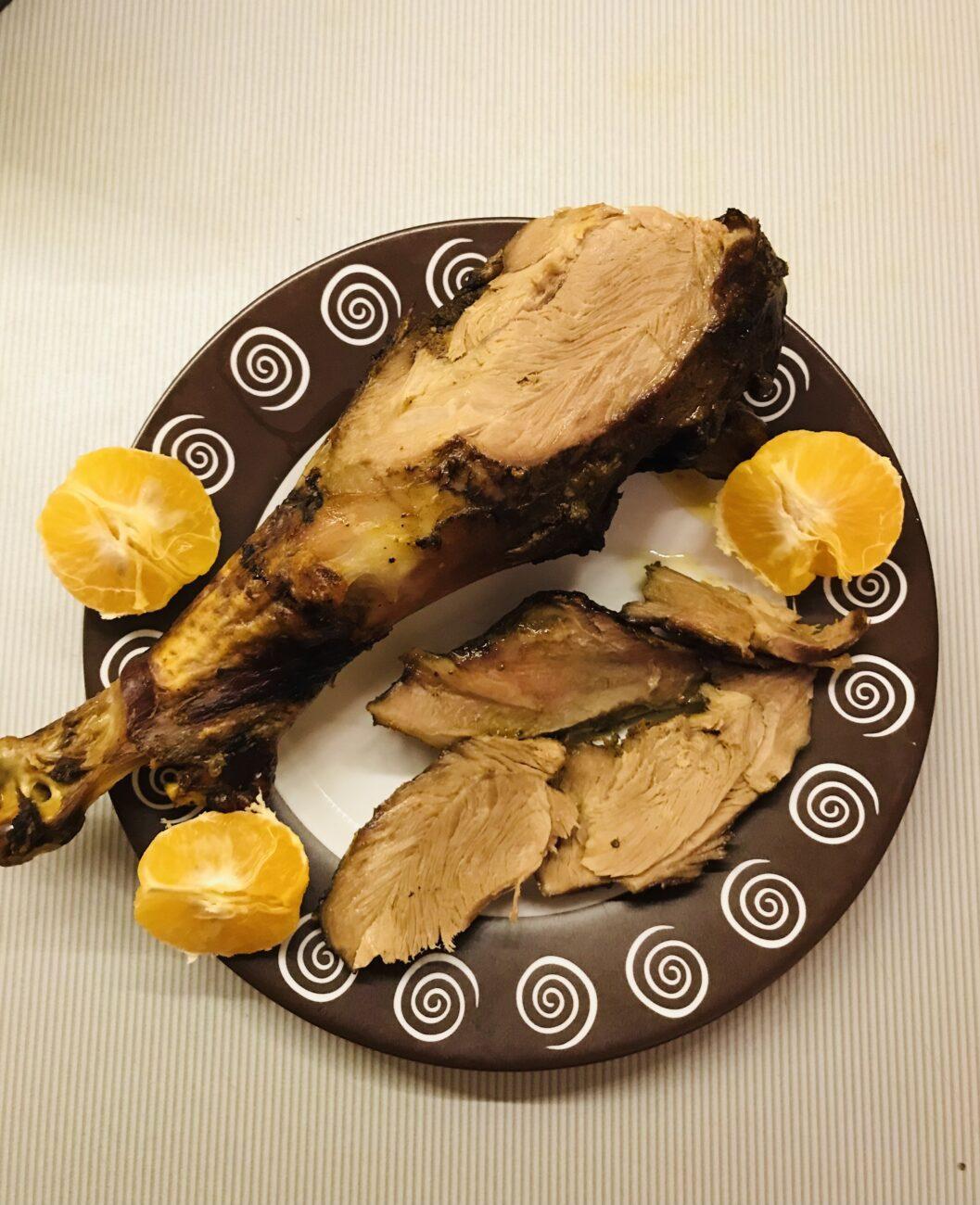 Голень индейки в мандариновом соку запечённая в духовке