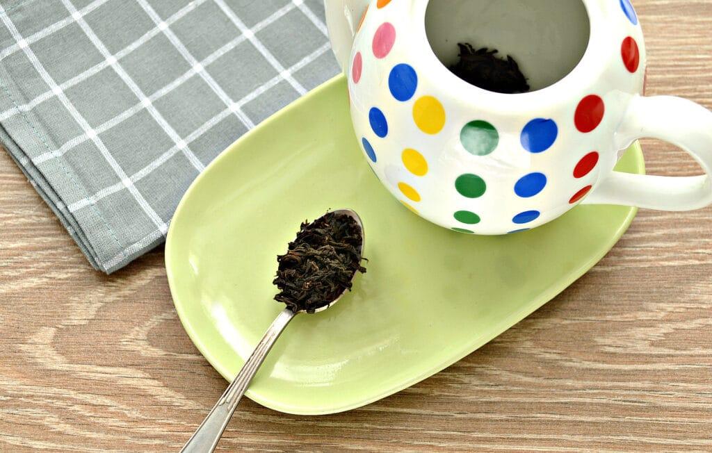 Фото рецепта - Чай с сушеной мятой и лимоном - шаг 1