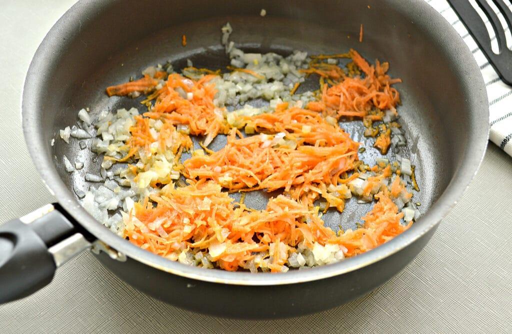 Фото рецепта - Макароны с помидорами и сыром на сковороде - шаг 1