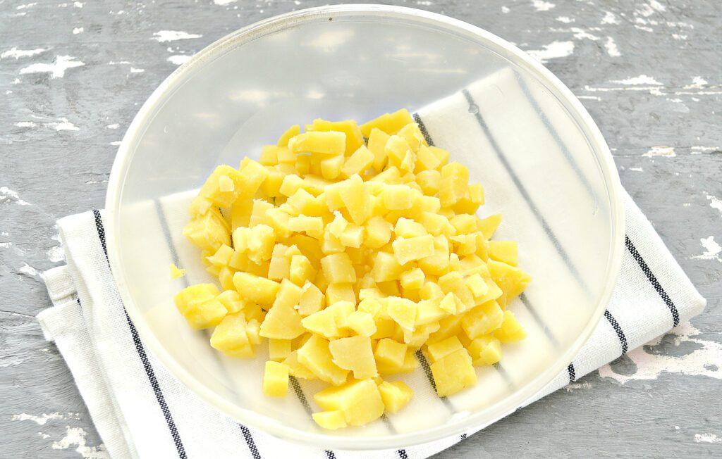 Фото рецепта - Салат с картофелем, фасолью и селедкой - шаг 1