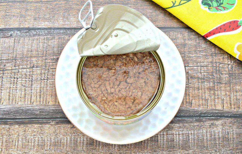 Фото рецепта - Салат с консервированным тунцом и свежим огурцом - шаг 1