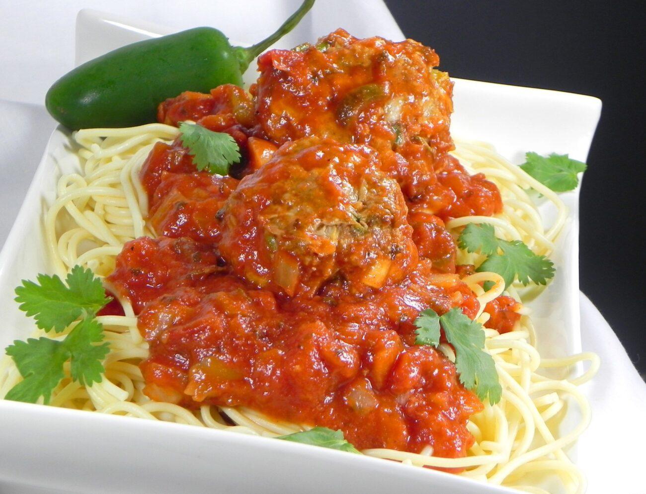 Спагетти и фрикадельки в мексиканском соусе