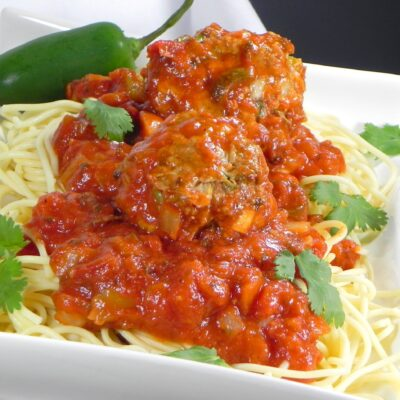 Спагетти и фрикадельки в мексиканском соусе - рецепт с фото