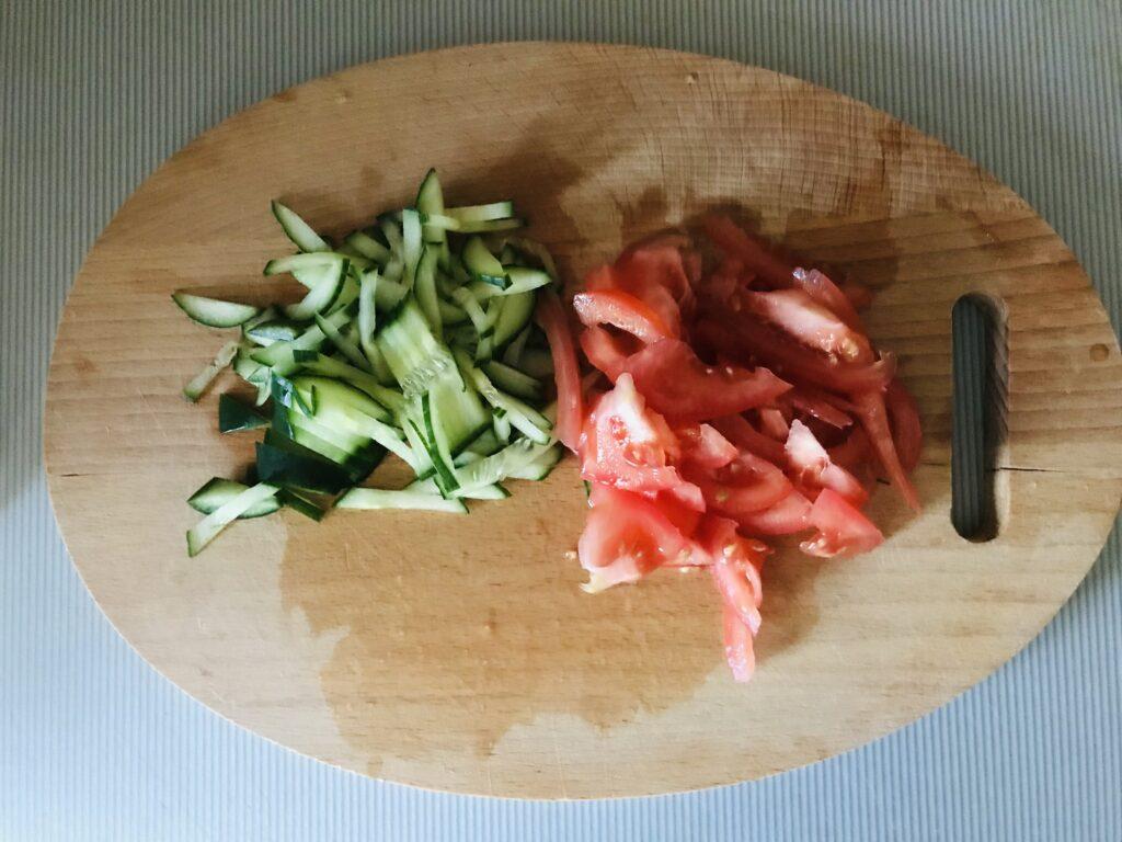Фото рецепта - Горячий куриный ролл обжаренный в яйце - шаг 4