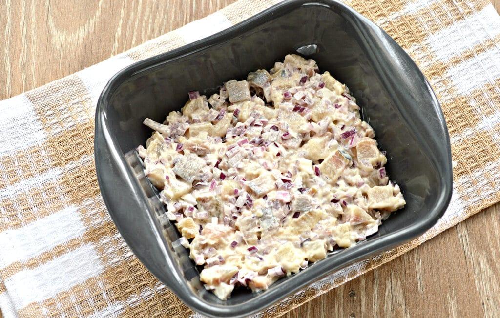 """Фото рецепта - Слоеный салат """"Селедка под шубой"""" без картошки - шаг 2"""
