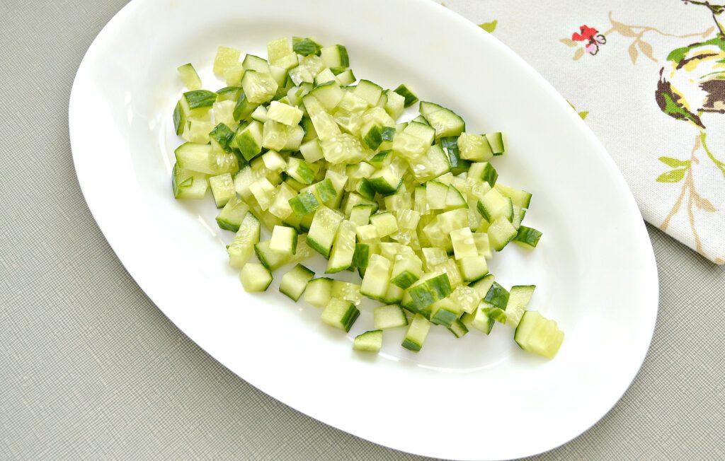 Фото рецепта - Салат с фасолью и свежим огурцом - шаг 2