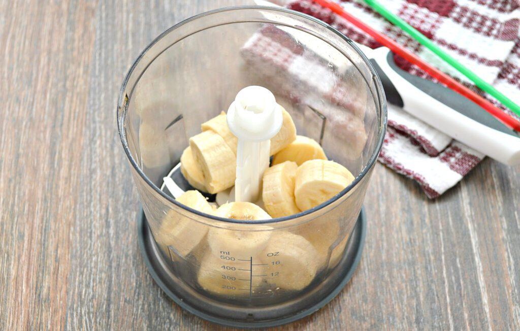 Фото рецепта - Банановый коктейль на молоке - шаг 2