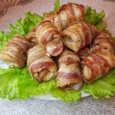 Куриные рулетики с беконом и сырной начинкой - рецепт с фото