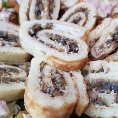 Рулет с грибами - рецепт с фото