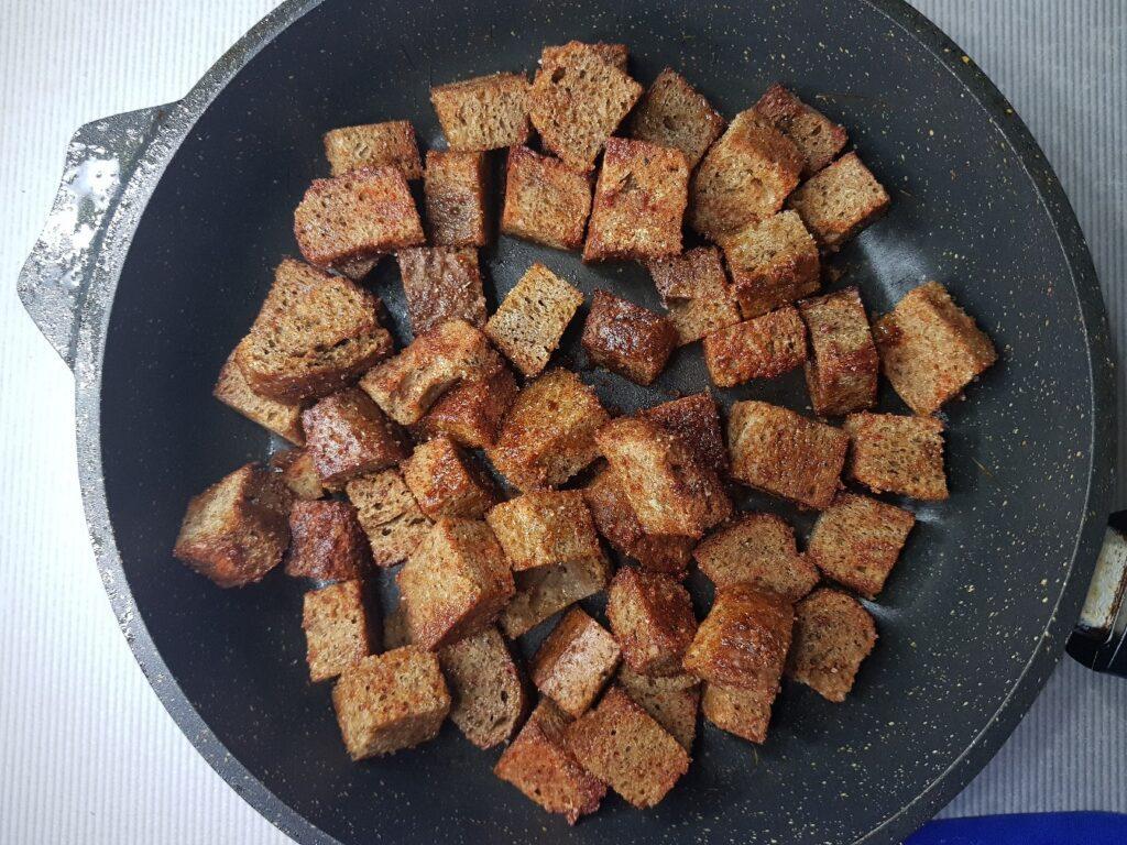 Фото рецепта - Сухарики из бородинского хлеба - шаг 3
