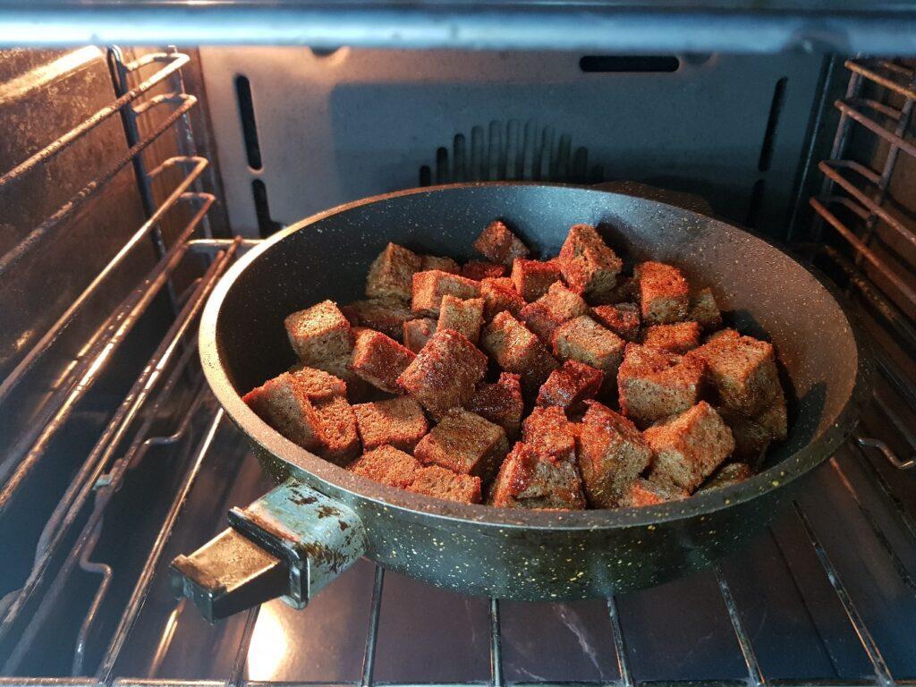 Фото рецепта - Сухарики из бородинского хлеба - шаг 4
