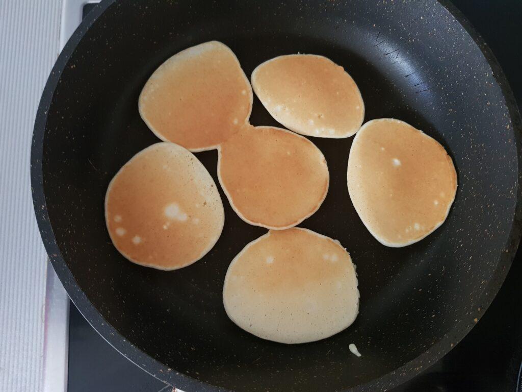 Фото рецепта - Вкусные панкейки на молоке - шаг 5
