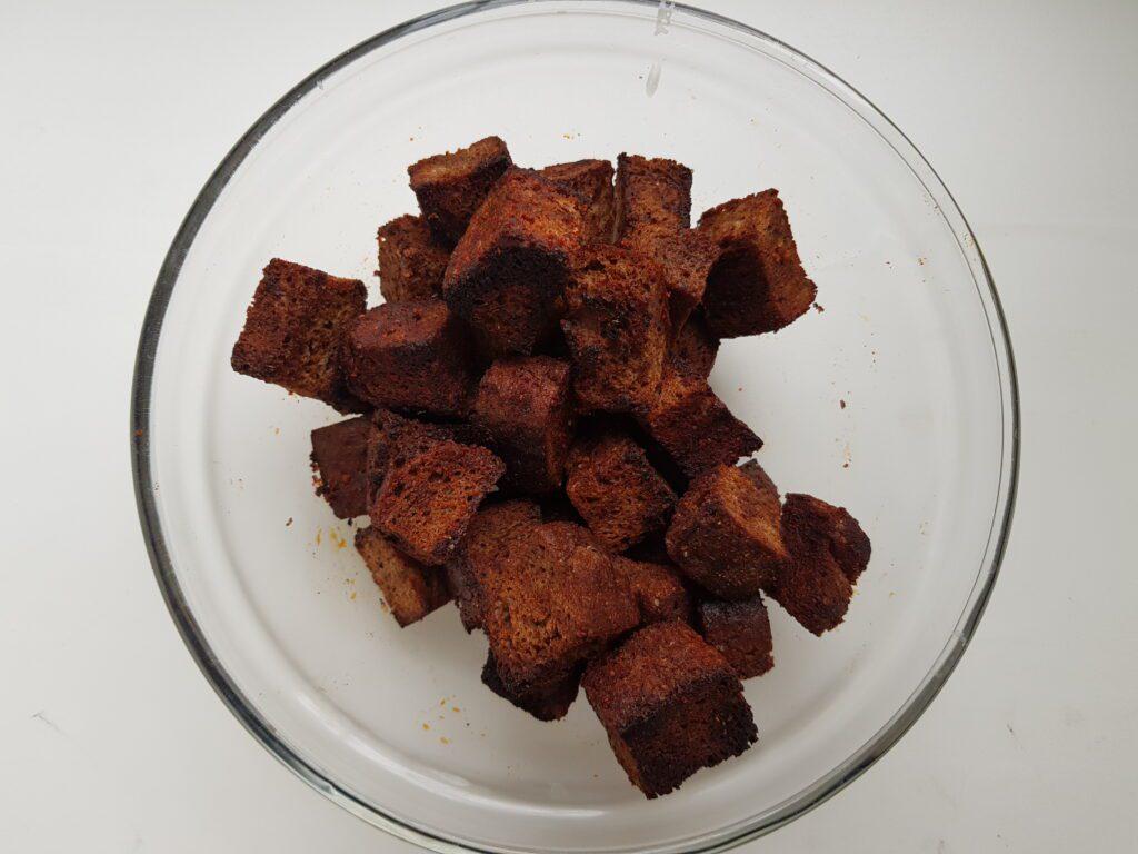 Фото рецепта - Сухарики из бородинского хлеба - шаг 5