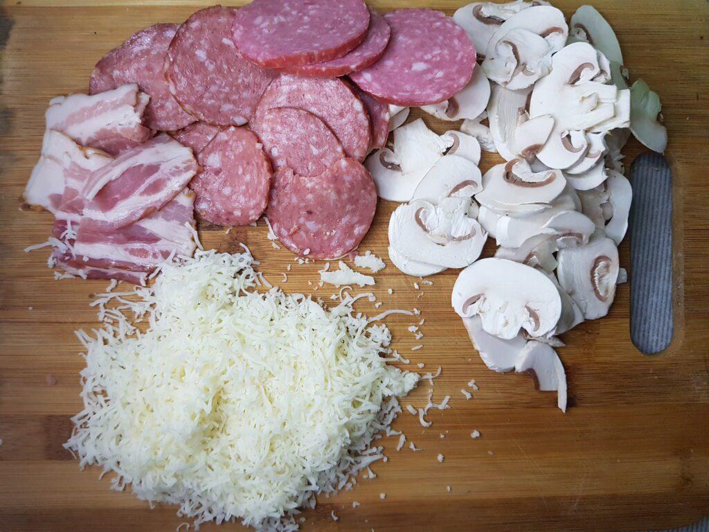 Фото рецепта - Домашняя пицца на дрожжевом тесте - шаг 6