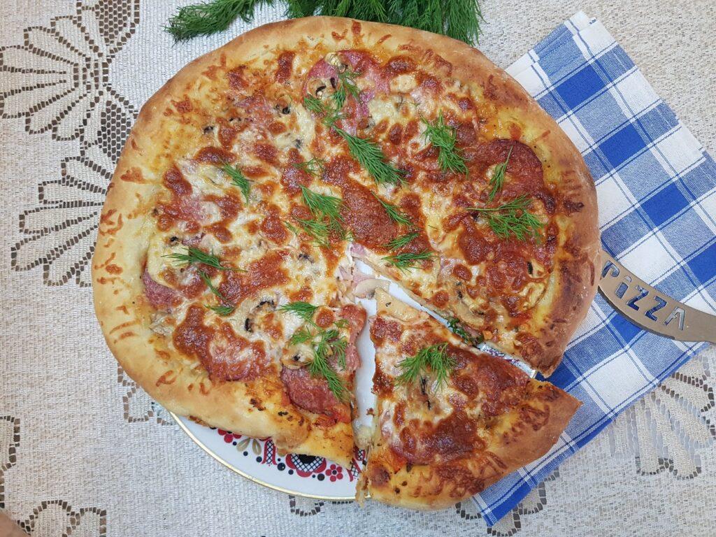 Фото рецепта - Домашняя пицца на дрожжевом тесте - шаг 10