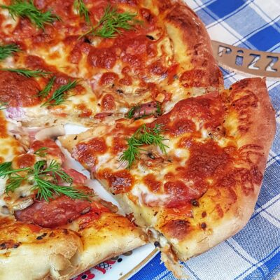 Домашняя пицца на дрожжевом тесте - рецепт с фото