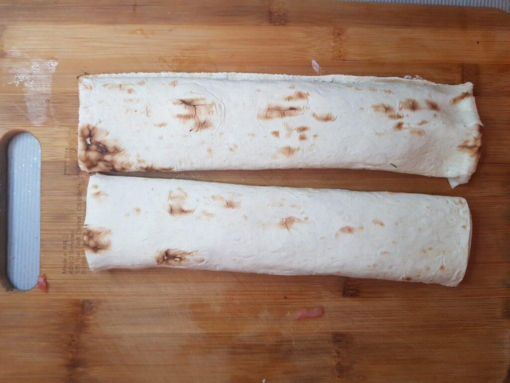 Фото рецепта - Ролл из лаваша и слабосолёной форели - шаг 4
