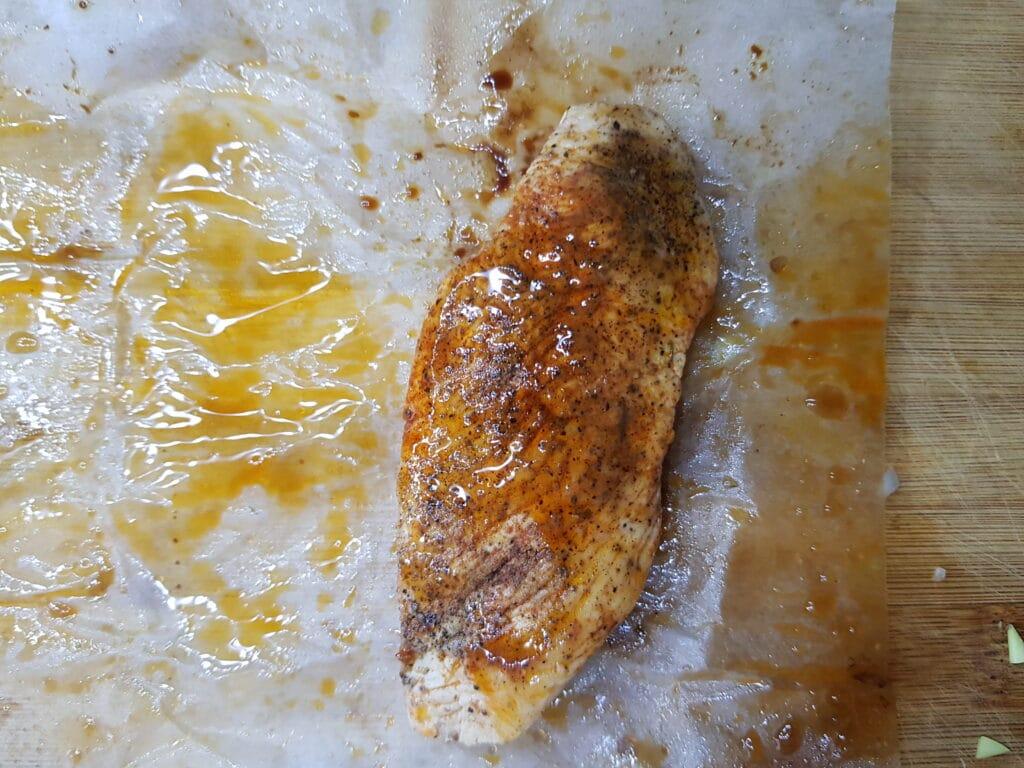 Фото рецепта - Салат с куриной грудкой и маринованными огурцами - шаг 3