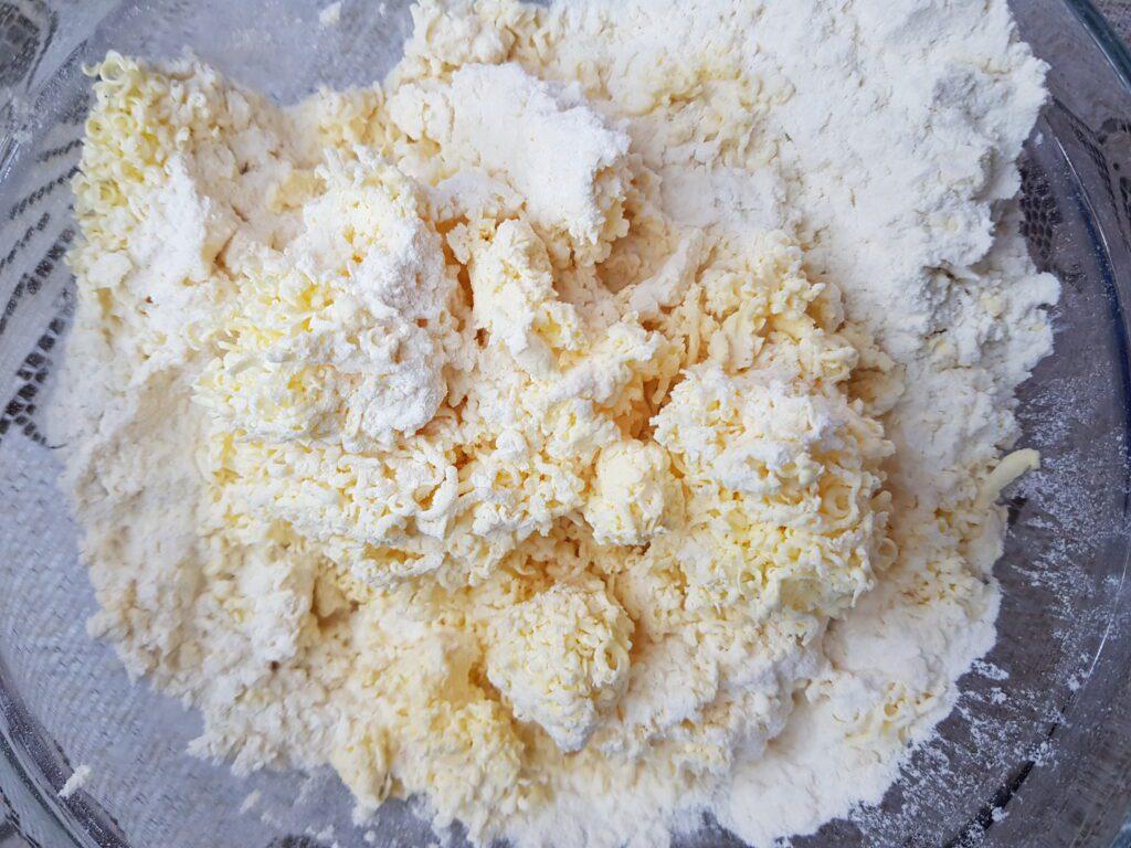 Фото рецепта - Королевская ватрушка с творогом - шаг 5