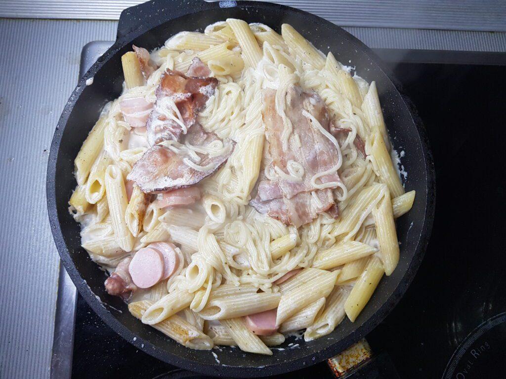 Фото рецепта - Паста с беконом в сливочном соусе - шаг 4