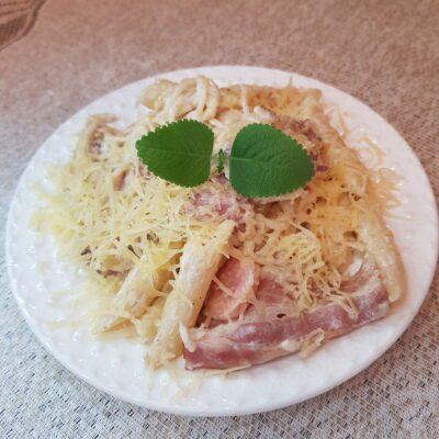 Паста с беконом в сливочном соусе - рецепт с фото
