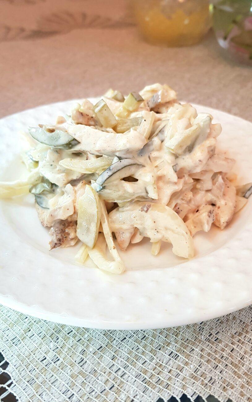 Салат с куриной грудкой и маринованными огурцами