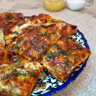 Пицца на жидком тесте в духовке - рецепт с фото