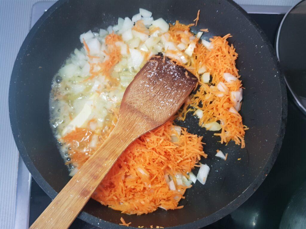 Фото рецепта - Картофельный суп с куриными фрикадельками - шаг 3