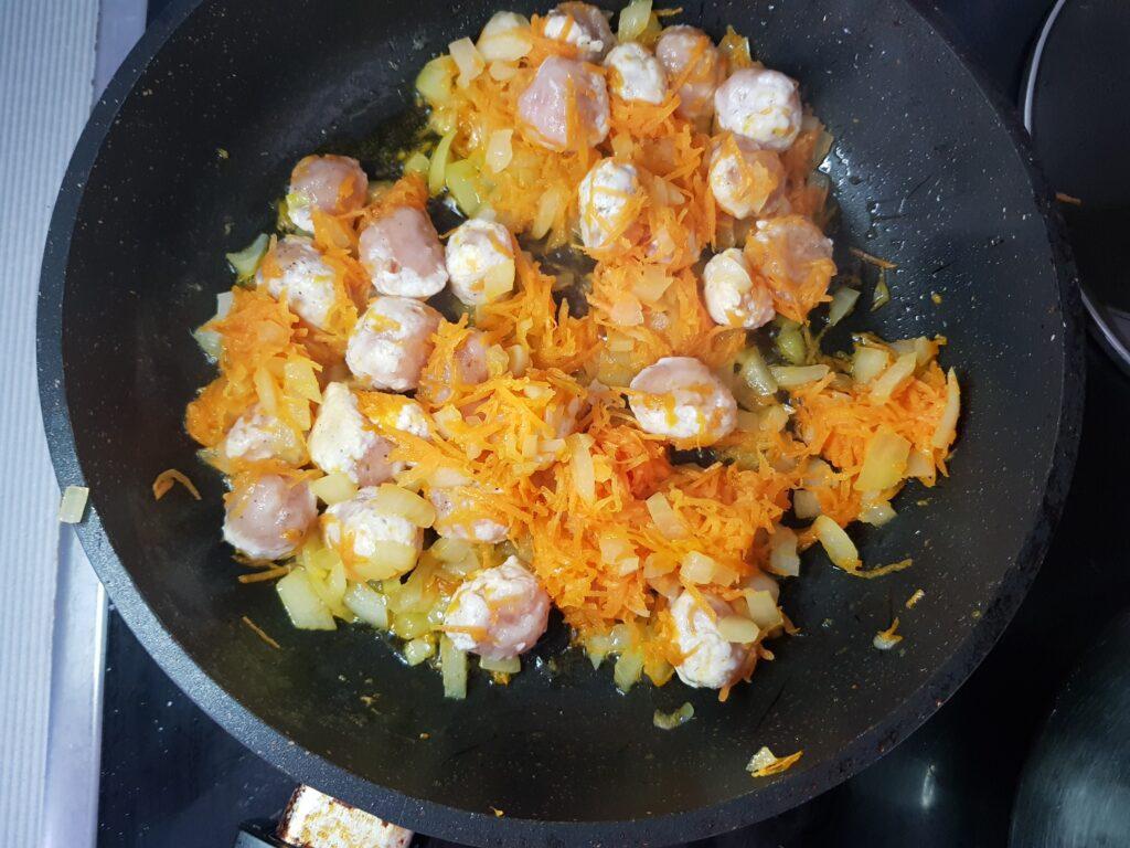Фото рецепта - Картофельный суп с куриными фрикадельками - шаг 5