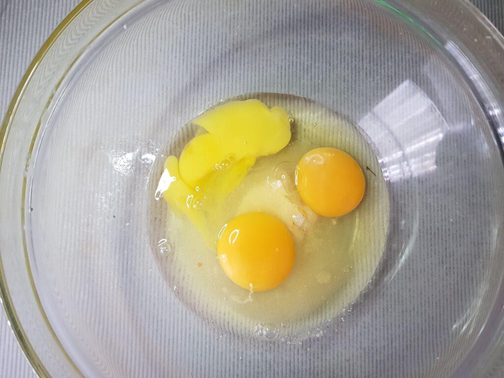 Фото рецепта - Ароматные вафли с вареной сгущёнкой в духовке - шаг 1