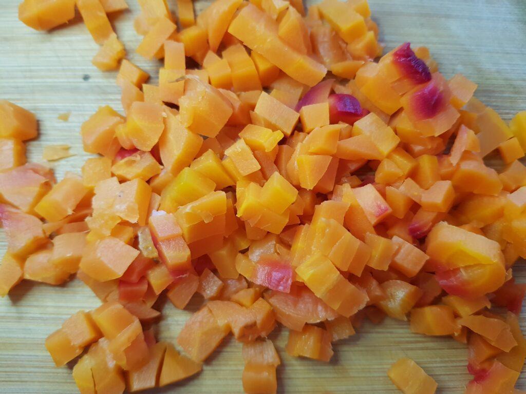 Фото рецепта - Винегрет с фасолью и маринованными огурцами - шаг 2
