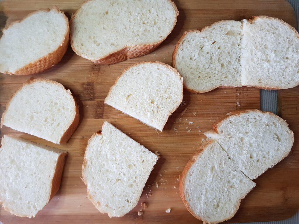 Фото рецепта - Гренки из белого хлеба с моцареллой на завтрак - шаг 1