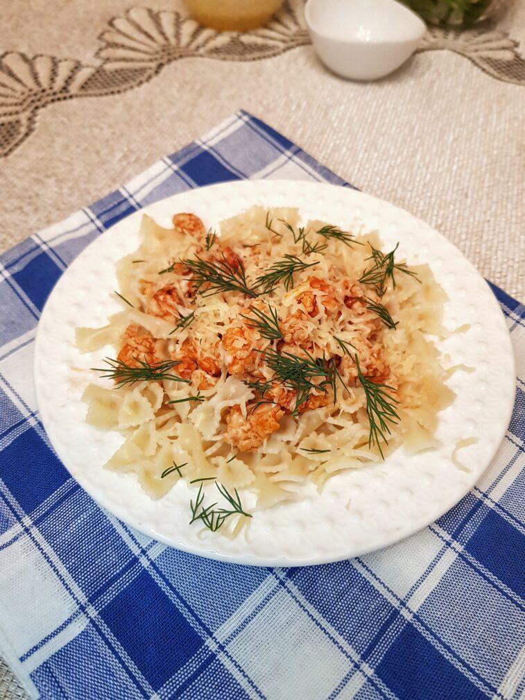 Фото рецепта - Паста фарфаллине с куриным фаршем и сыром - шаг 6