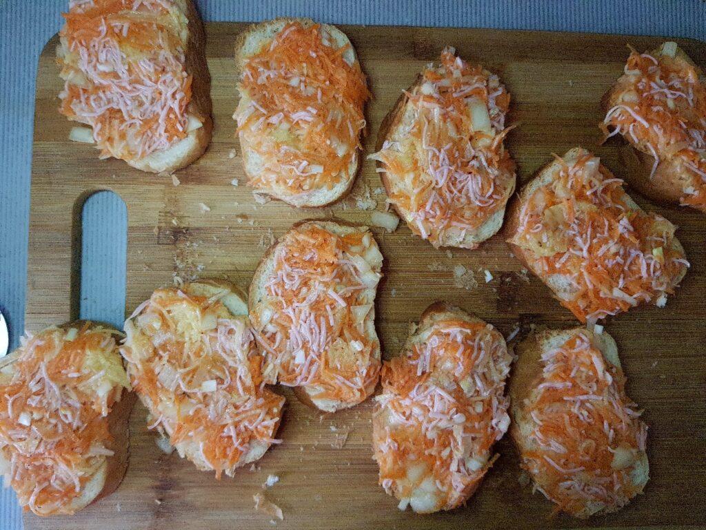 Фото рецепта - Бутерброды с припёком на сковороде - шаг 5