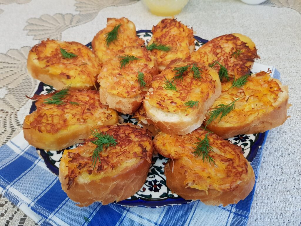 Фото рецепта - Бутерброды с припёком на сковороде - шаг 7