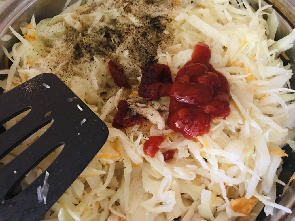 Фото рецепта - Тушеная  капуста с кусочками куриного филе без масла - шаг 4