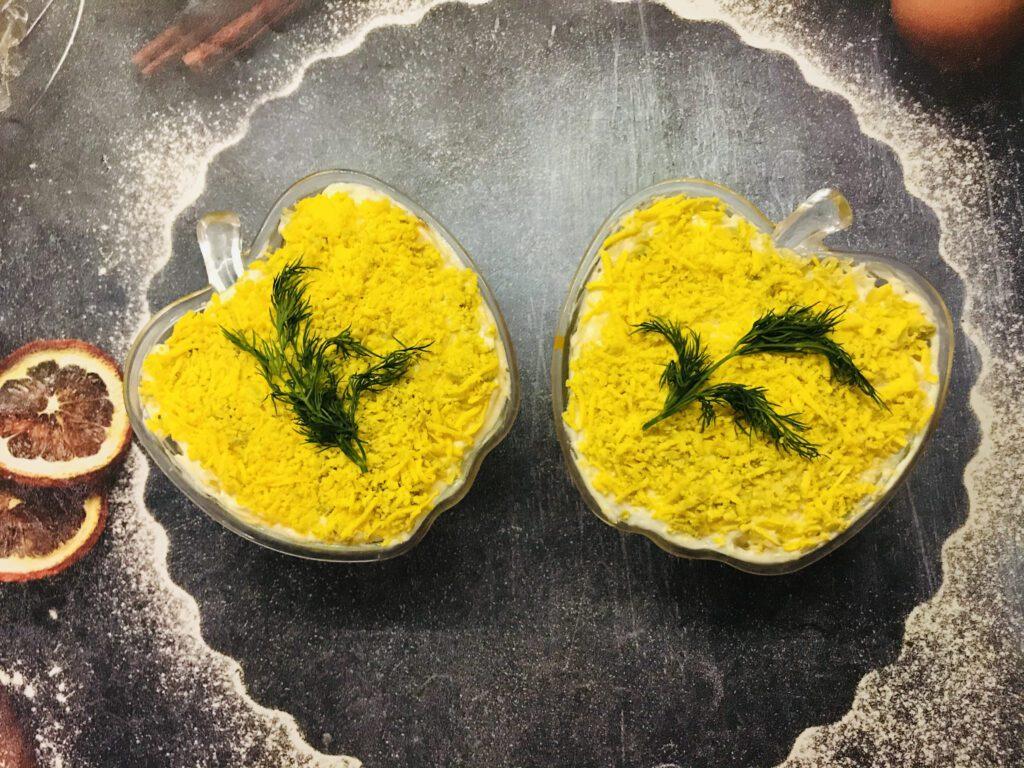 Фото рецепта - Салат «Мимоза» с тунцом - шаг 7