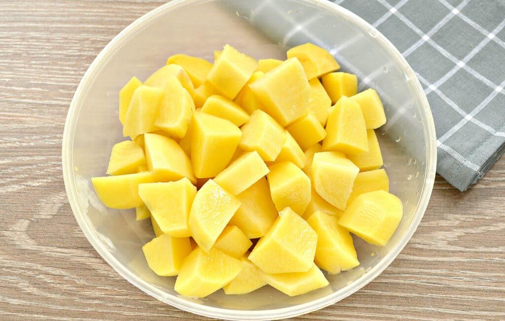Фото рецепта - Капуста, тушёная в мультиварке с картошкой и сосисками - шаг 3