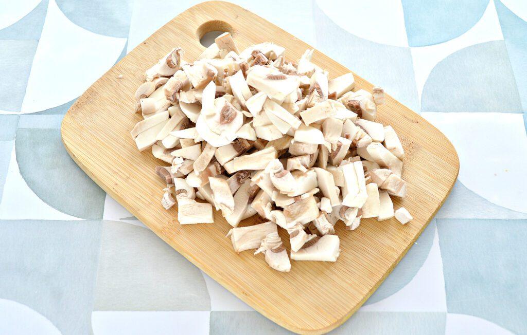 Фото рецепта - Блины, фаршированные курицей, шампиньонами и сыром - шаг 3