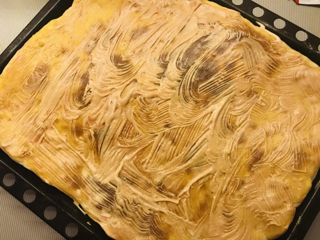 Фото рецепта - Домашняя пицца на дрожжевом тесте - шаг 4