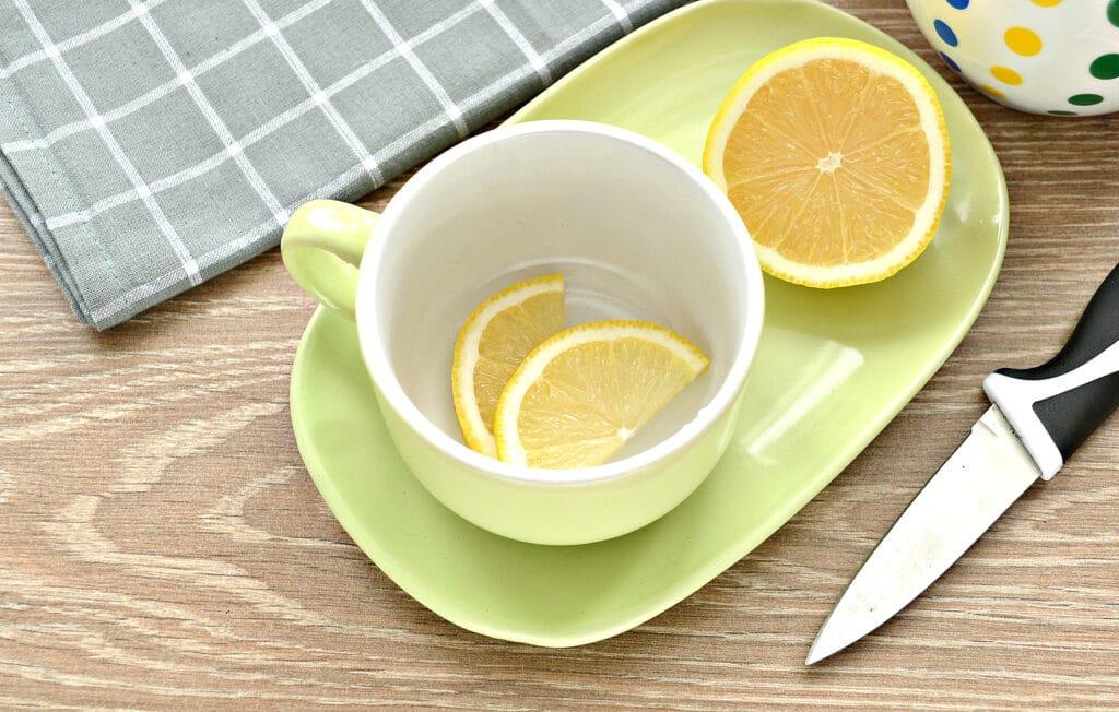 Фото рецепта - Чай с сушеной мятой и лимоном - шаг 4
