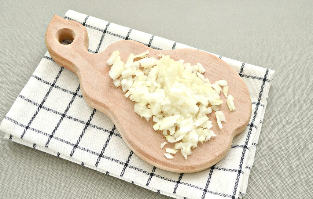 Фото рецепта - Мясные биточки с капустой - шаг 4